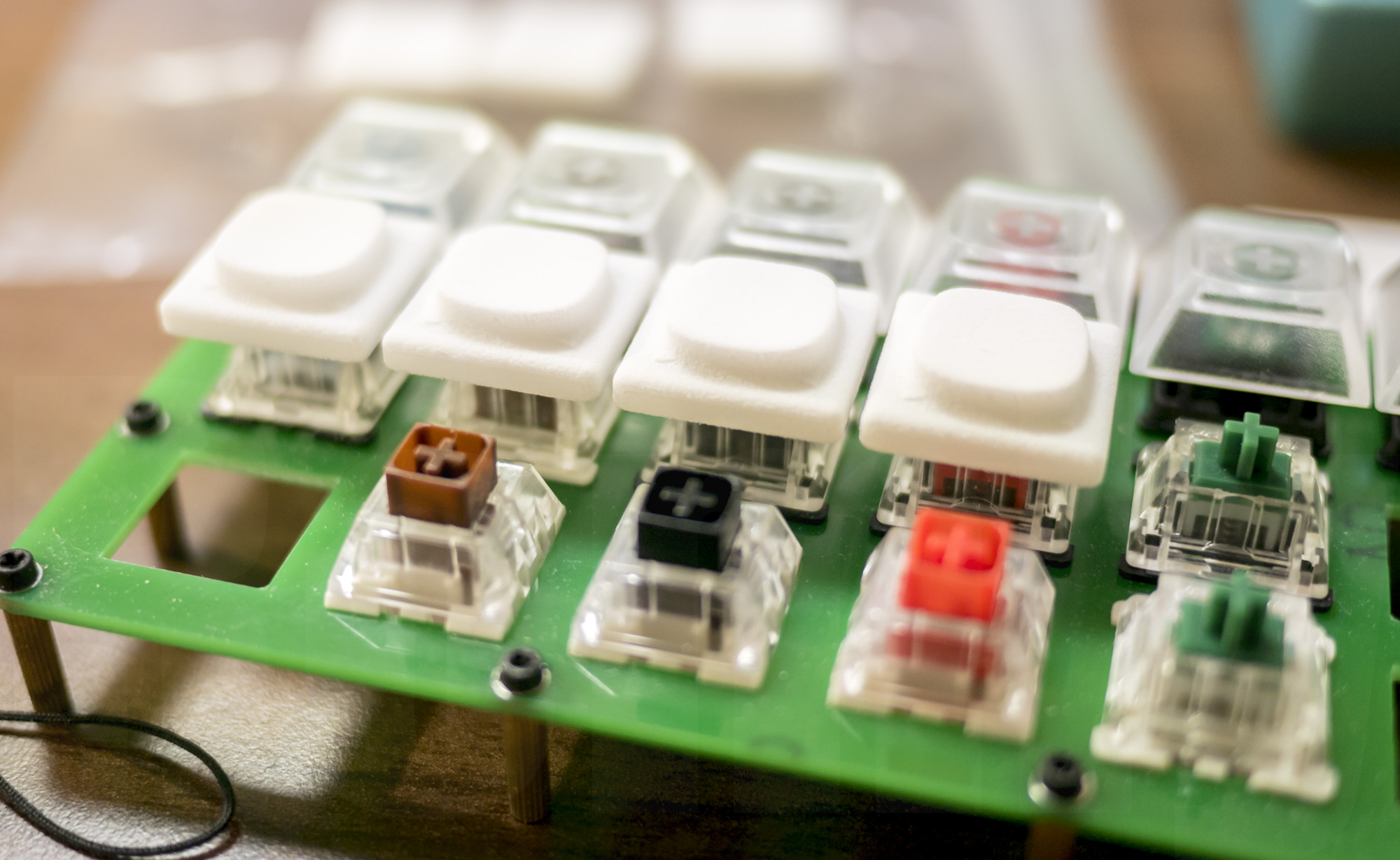 INSS40 keycap Fancy attached to switches