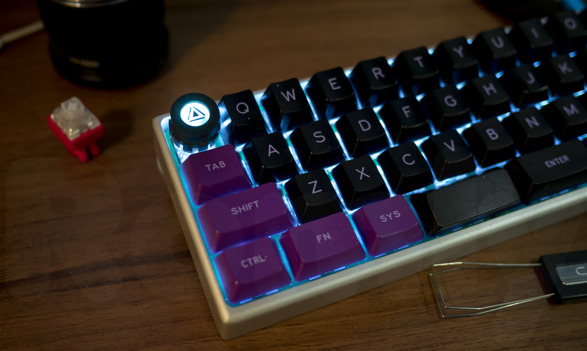 M.7 Spinning Core Artisan Keycap with MiniVan