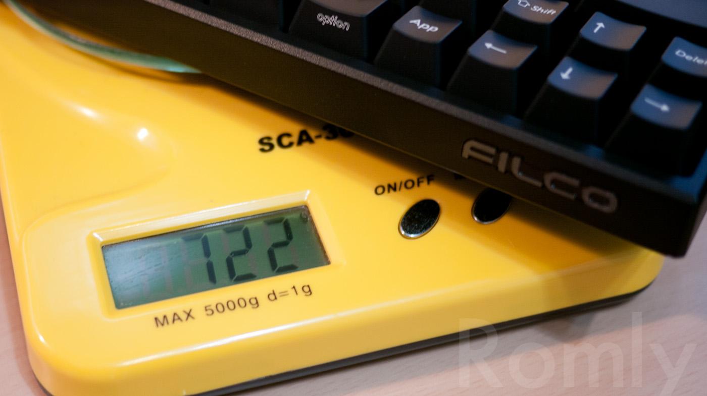 重さは722g(電池含む)