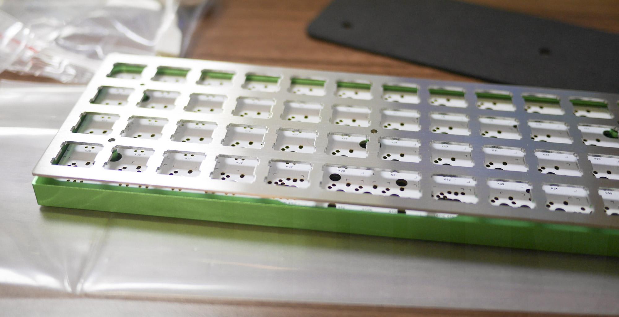 Planck Keyboard: プレートを乗せたところ