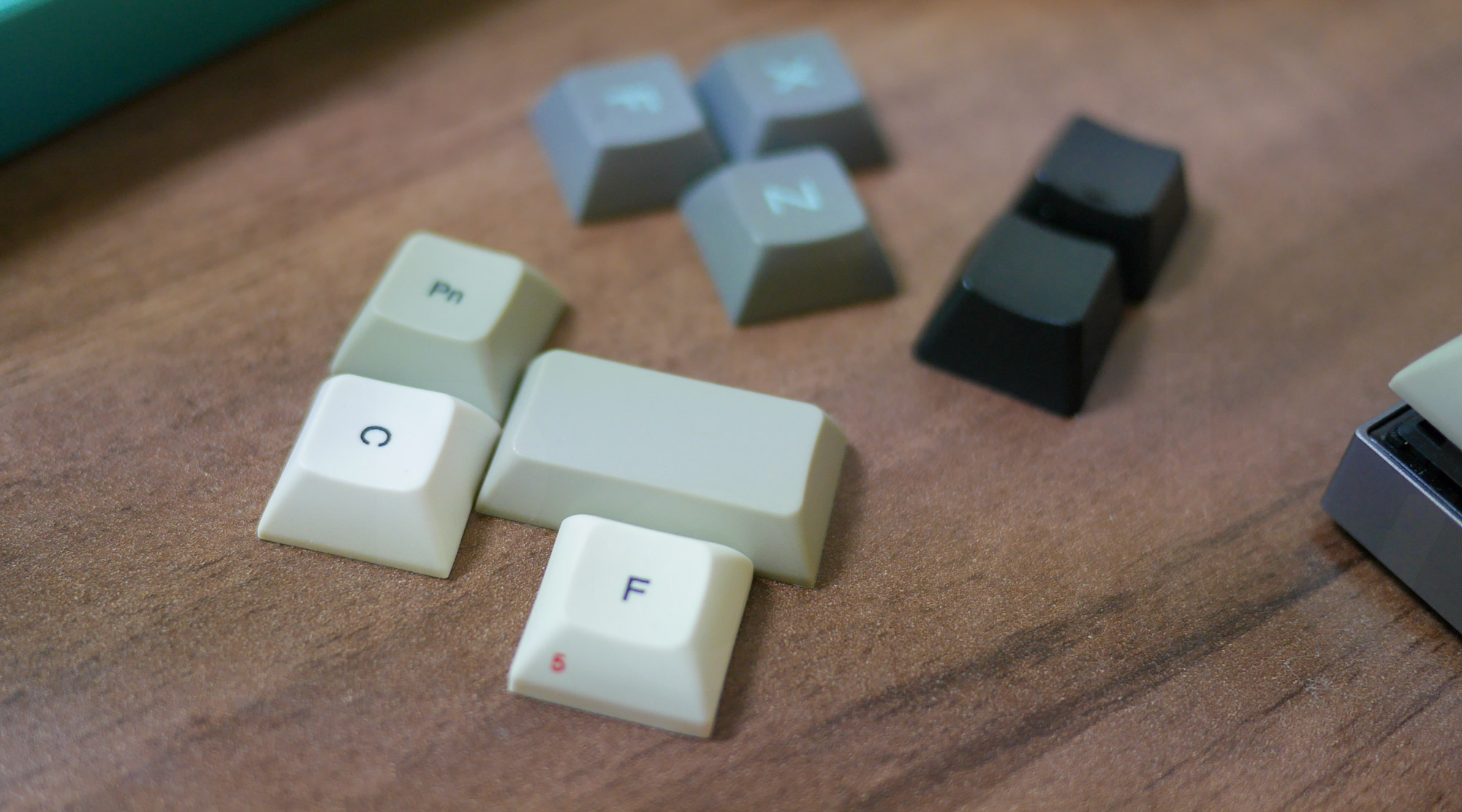 Keycaps: Vortex Core / MiniVan Lightcycle / Barocco MD600