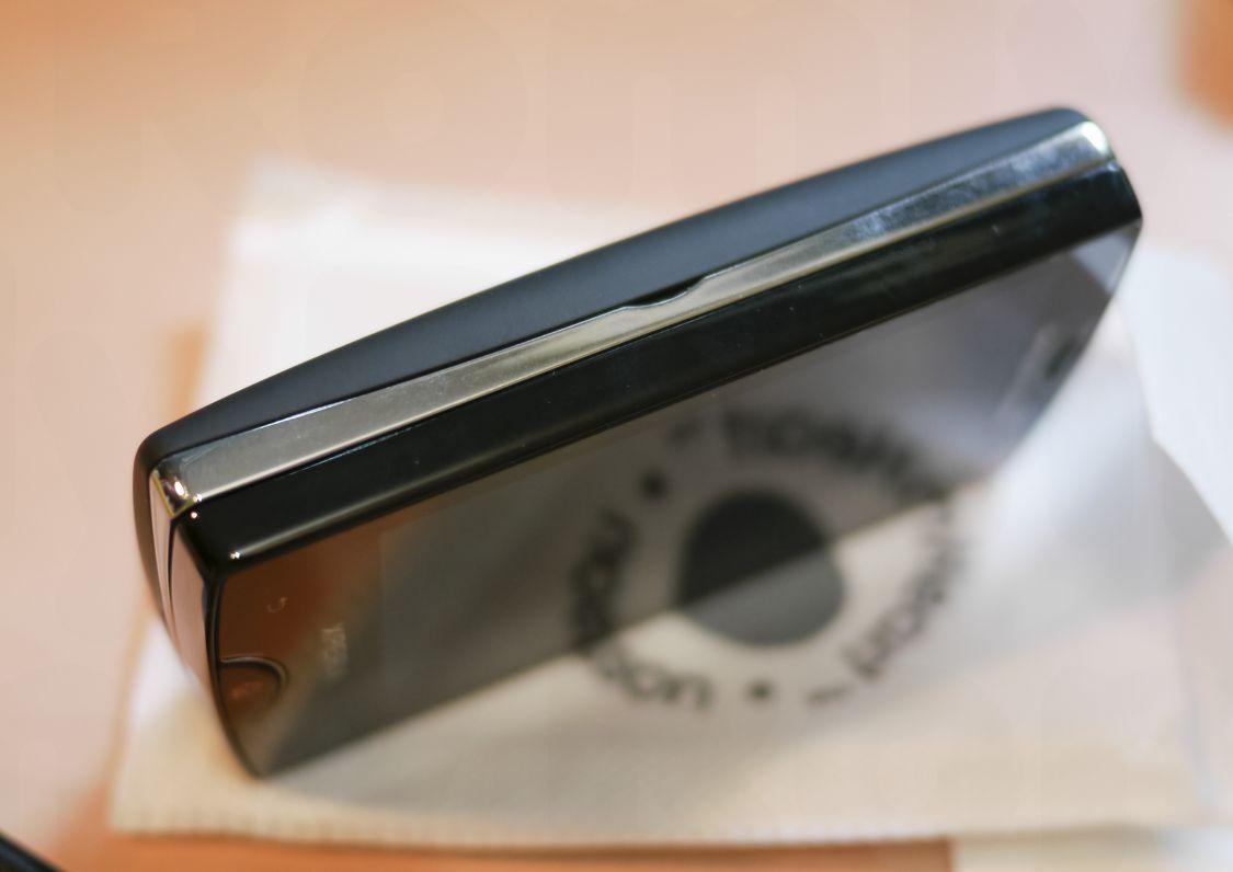 Xperia Mini Pro 左側面
